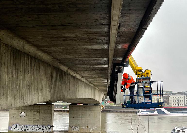 neonreclame-nelson-mandela-brug-opbouw